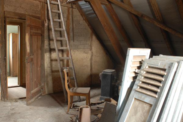 schimmel auf dem dachboden brune magazin. Black Bedroom Furniture Sets. Home Design Ideas