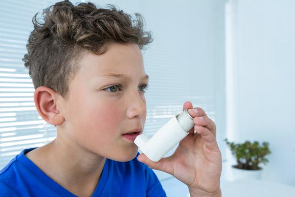 Eine höhere Luftfeuchtigkeit in Innenräumen hängt mit einer gesteigerten Häufigkeit von Asthmaerkrankungen bei Kindern zusammen
