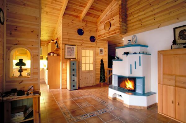 Das Holzhaus traegt zur Regulierung der Luftfeuchtigkeit bei