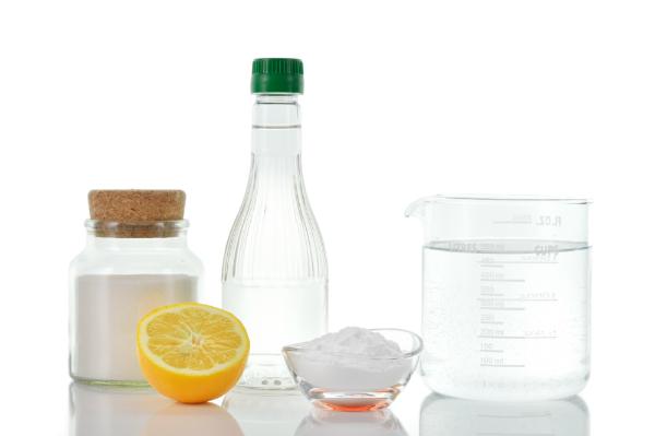 Essig und Zitronensäure helfen gegen Kalk
