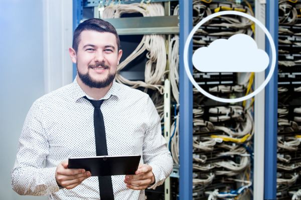 IT-Manager im Serverraum