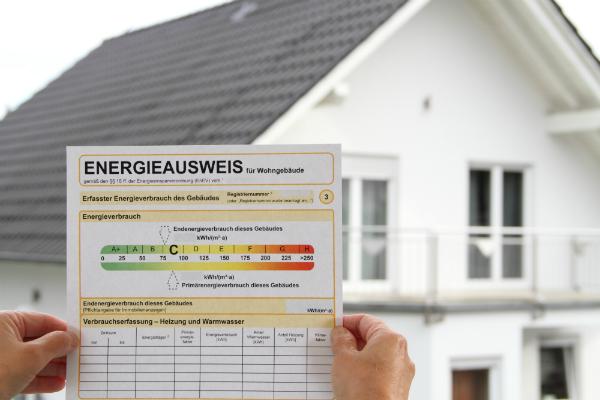 Der Energieausweis gibt die Energieeffizienz eines Hauses an