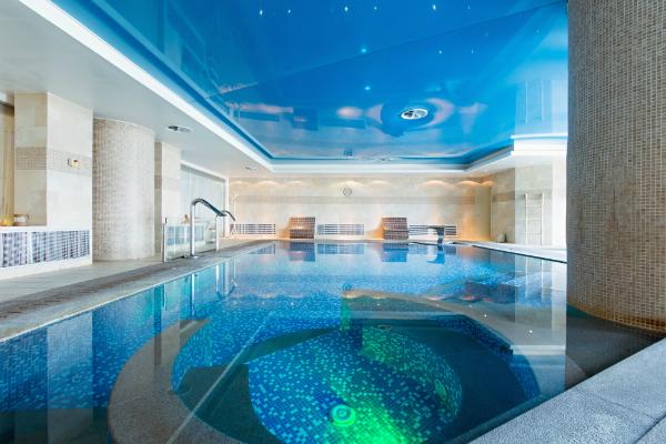 Schwimmbad im Hotel