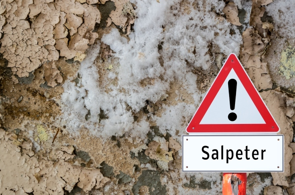 Salpeter-Warnschild