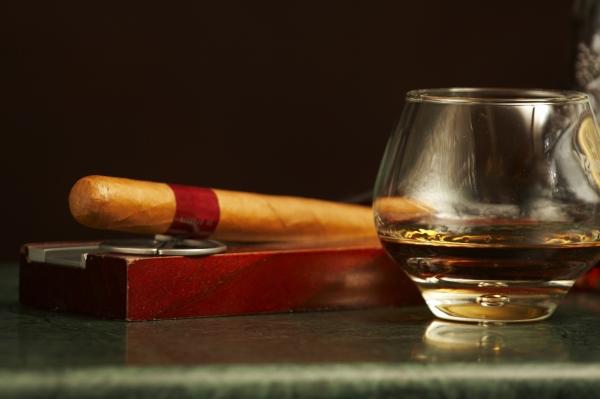 Cognac-Flasche Zigarre