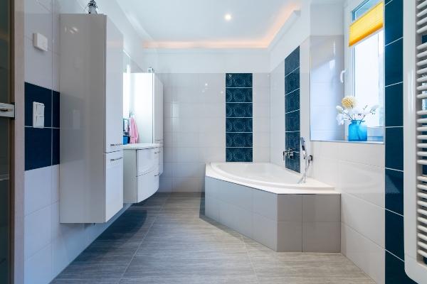 modernes-badezimmer-fussbodenheizung