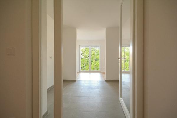 neubau-immobilie-luftentfeuchter-auf-dem-bau