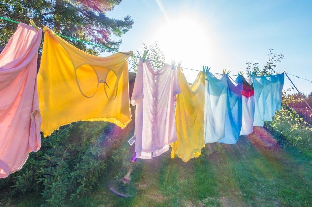 Wäsche trocknet in der Sonne