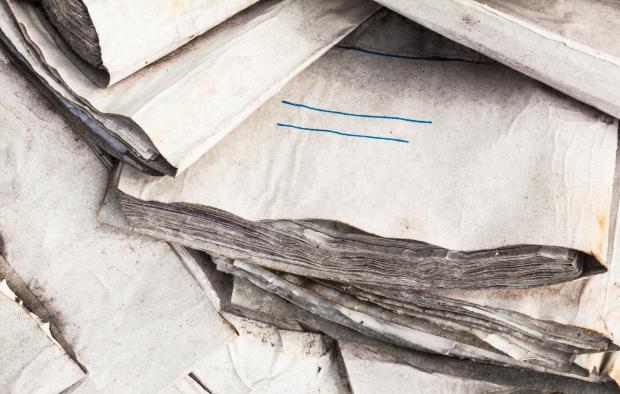 Feuchte Dokumente - so kann Schimmel am Arbeitsplatz entstehen