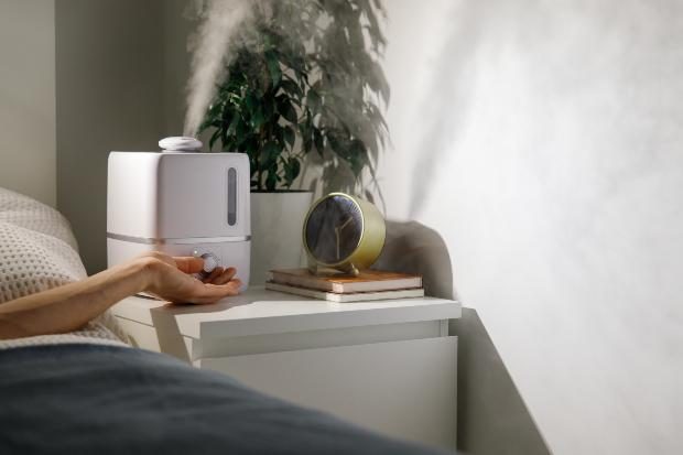 Luftbefeuchter neben Bett - so ist ein gesunder Schlaf möglich