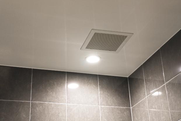 Luftabzug in einem Badezimmer